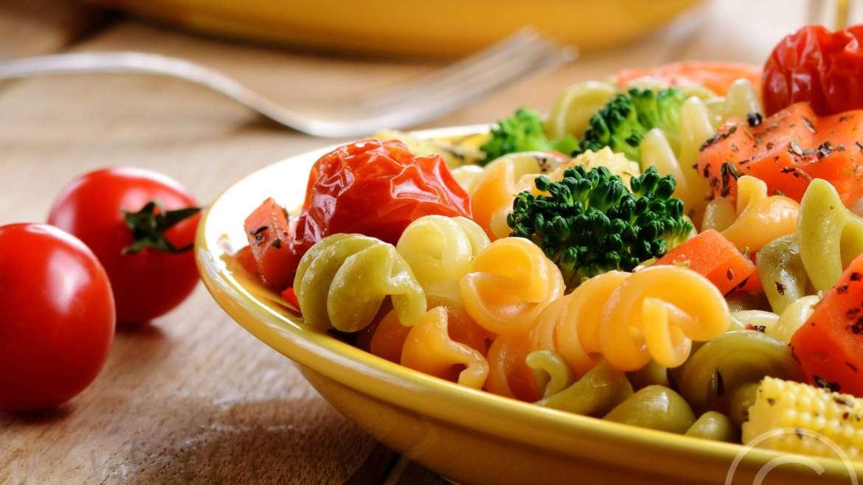 Údený hovädzí jazyk v zemiakovom pirôžteku na pyré z červenej a bielej kapusty (120 g)